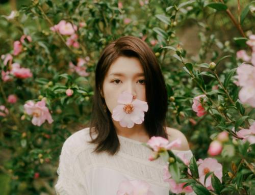 創作新女生侑彤帶著她的新曲《不凋花》開始譜下音樂故事的首部曲